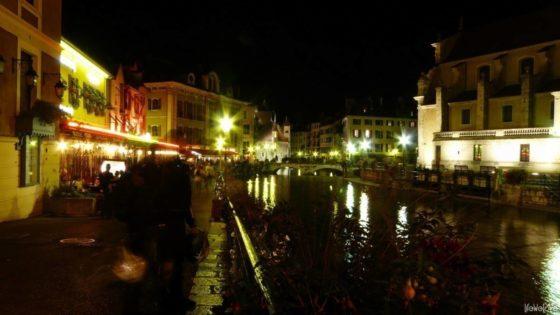 Górskie miasteczko Annecy we Francji