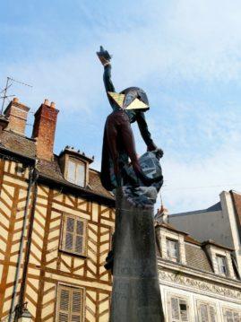 Sculpture of the French artist François Brochet, Place Surugue, Auxerre