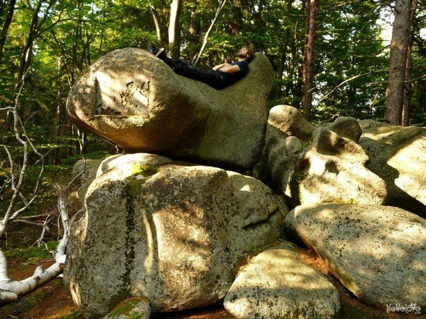 Kociołki - kamienne łóżko