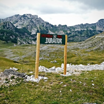 The road through the Durmitor, in the land of canyons and mountain landscapes