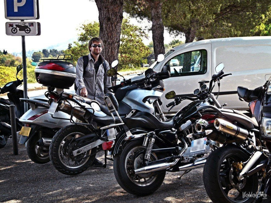 Parking motocykli Carcassonne
