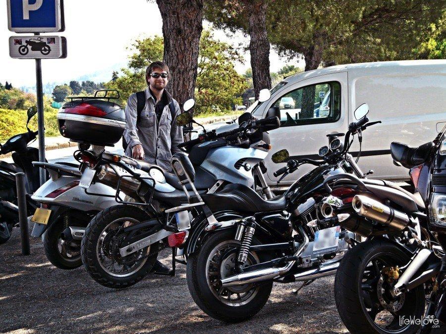 Parking motocykli Carcassonne