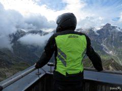 Motocyklista na Edelweißspitze 2571 m