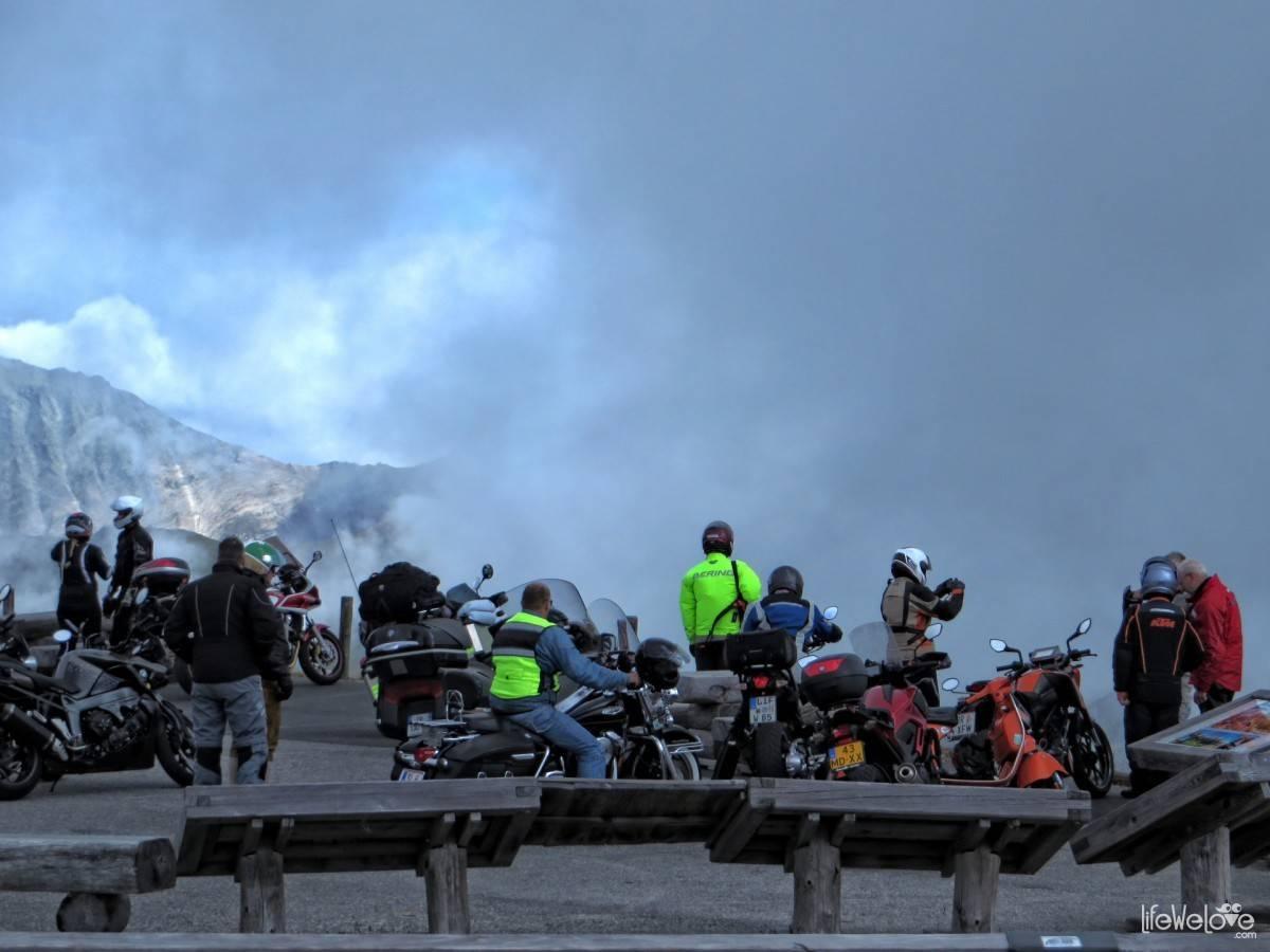 Motocykliści na Edelweißspitze
