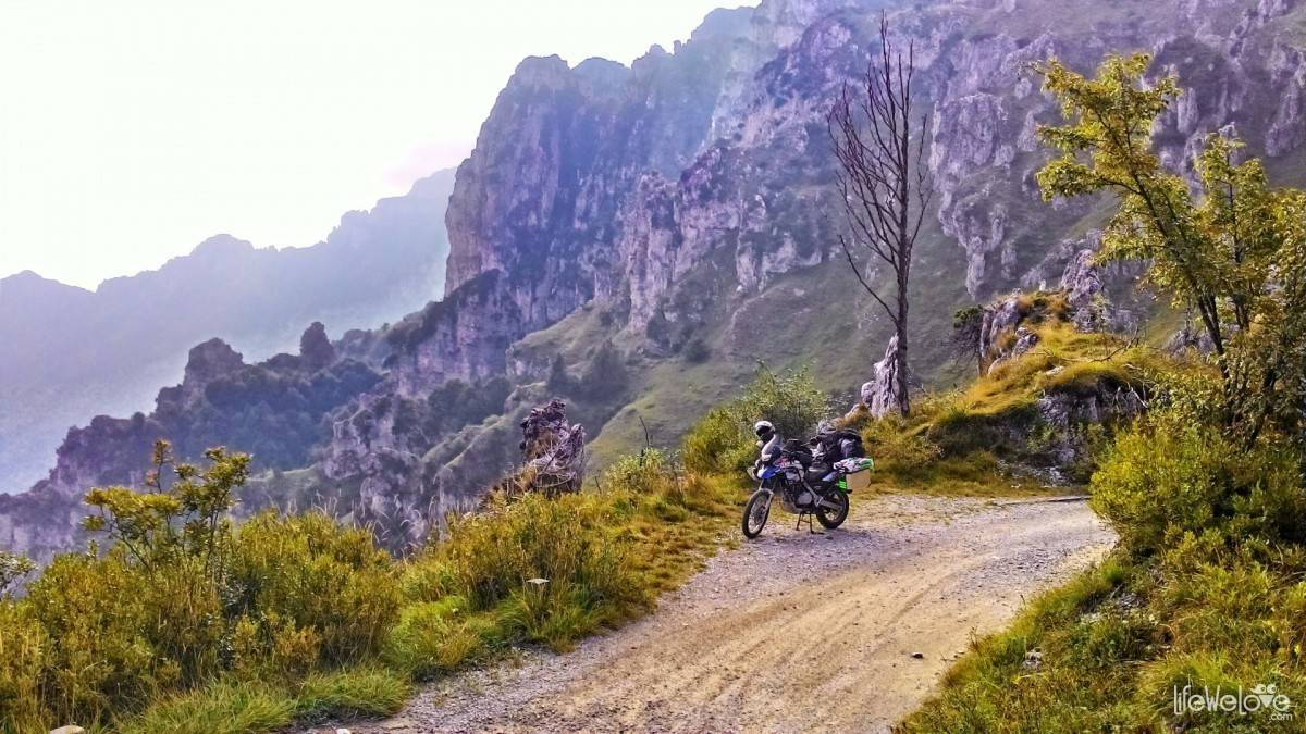 BMW F650 GS Dakar on the Baremone Pass