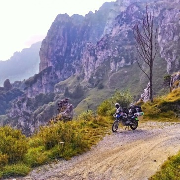 Anfo Ridge Road: exciting ride on the Apline ledges