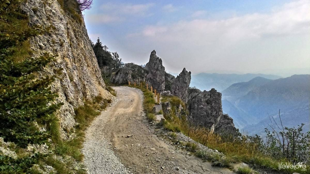 A way to the Baremone Pass