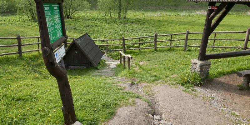 Źródło wody pitnej na urokliwym przystanku w Słowacji