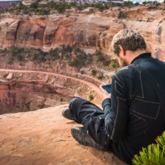 Useful apps and websites for low-budget traveling across the USA and around the world
